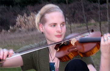 The winner of the 2008 Concerto Competition was Emma Nielsen, of Duncan, BC. She played the Bruch violin concerto with the Cowichan Consort Orchestra on May 10th, 2008.
